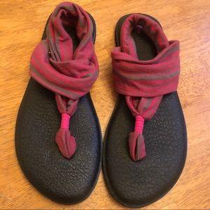 Sanuk yoga flip flop things so cute nice Size 9